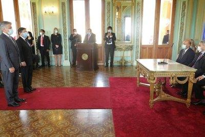Crónica / Giuzzio y Acevedo juraron como nuevos ministros