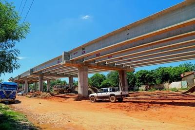 A poco de llegar a la Costanera, las bases del viaducto de 1.340 metros surcan Primer Presidente