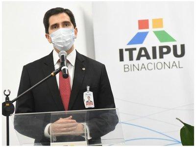 Federico González asume en Itaipú y asegura no ser vendepatria