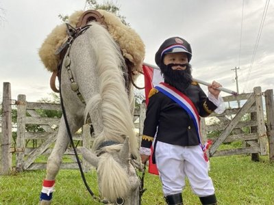 Pequeño se vistió del Mariscal López en su cumpleaños