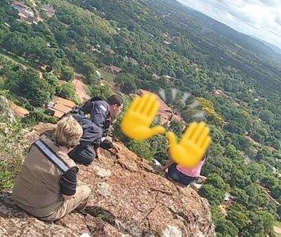 Crónica / ¡Poli evitó que joven se lance de un cerro!