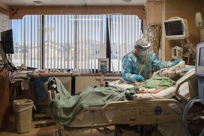 California puso fin a amplia cuarentena al tener hospitales menos presionados