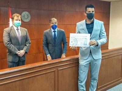 Rodrigo Muñoz obtiene la nacionalidad paraguaya