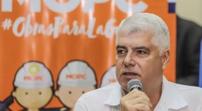 Según Wiens, le critican los que no saben perder licitaciones, como parte de campaña para bajar su candidatura