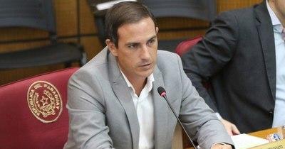 La Nación / Movidas en el Ejecutivo: ¿nadie se anima a trabajar con este gobierno?, cuestiona senador