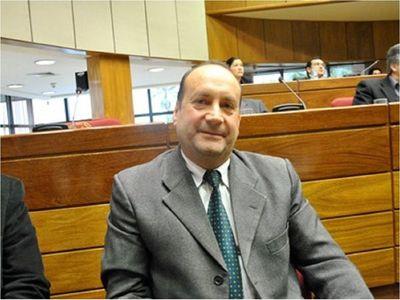 Titular del Congreso pedirá que todas las bancadas reciban a Federico González