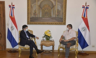HOY / Canciller Euclides Acevedo tras reunirse con el intendente de Encarnación, Luis Yd