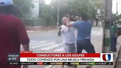 Incidente en el tránsito acaba con conductores a los golpes