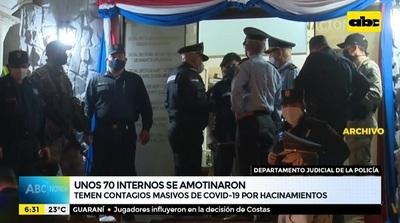Reos se amotinan en departamento policial y exigen traslado