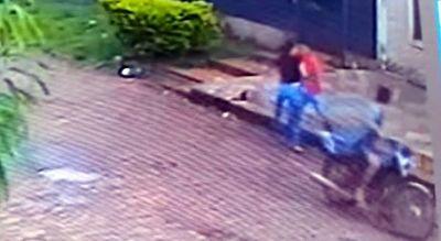 Motochorros perpetran violento asalto callejero