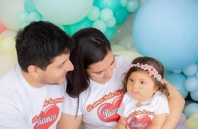 """HOY / """"El esfuerzo extraordinario de los padres de Bianca es producto del amor"""", destacó médico"""