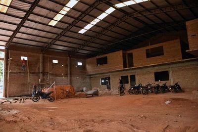 Después de 10 años terminarán local para enseñanza de carpintería