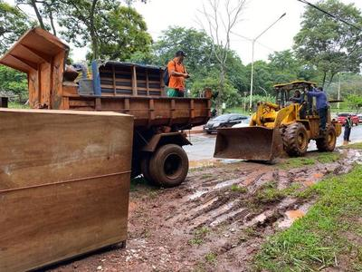 Municipalidad de CDE recupera franja de protección frente al lago de la República