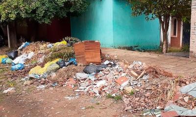 Denuncian gran cantidad de basura frente al Cementerio de Coronel Oviedo – Prensa 5