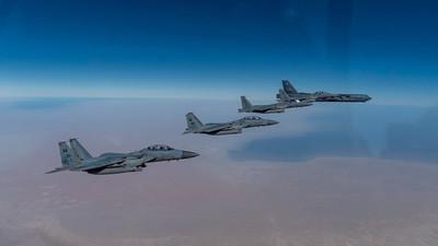 """Bombarderos estratégicos de EE.UU. sobrevuelan Oriente Medio para demostrar """"su poderío aéreo en cualquier parte del mundo"""""""
