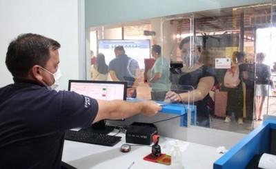 Ministerio de Salud anuncia multas para viajeros sin test de covid