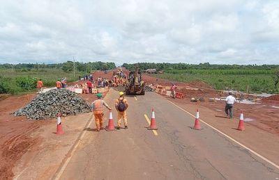 Se hunde un tramo de la concesionada ruta PY02 y de nuevo culpan a la lluvia