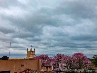 Lluvias y tormentas continuarán este jueves, según Meteorología