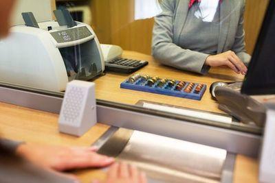 Bancos recogen efectos de la pandemia y registran caída de 21% en ganancias