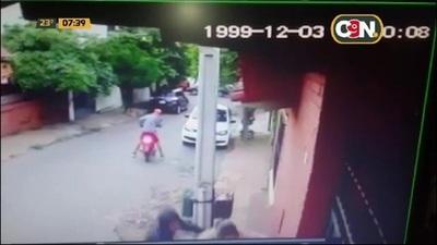 Violento asalto a una mamá y su hijo en Lambaré