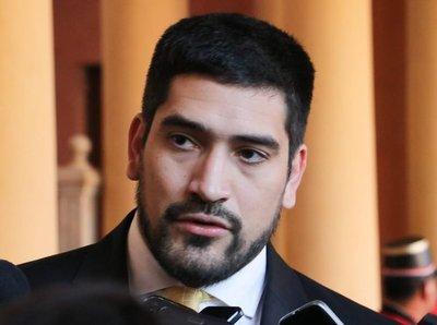 Secretario de Abdo califica de patriota a Federico González y pide una oportunidad para él