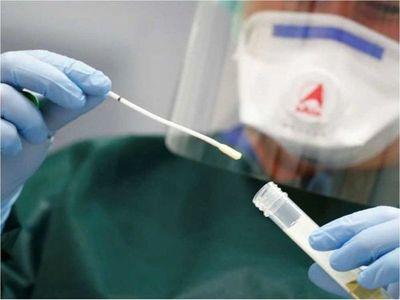 Ahora hacen hisopados anales para detectar coronavirus