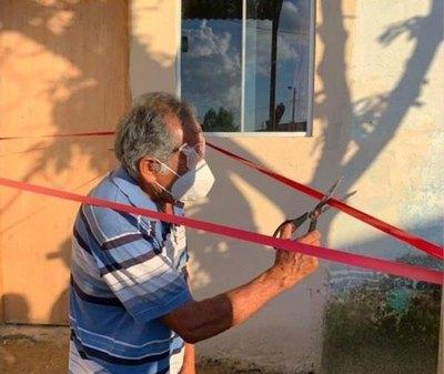 """Crónica / (VIDEO) El """"abuelo de las redes"""" ya tiene su casa propia"""