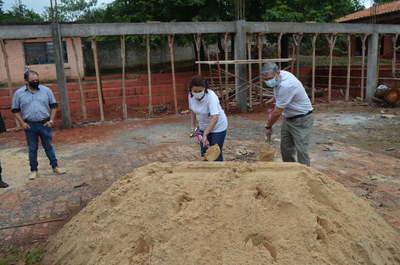 Villarrica: Realizan palada inicial para construcción de tinglado en escuela