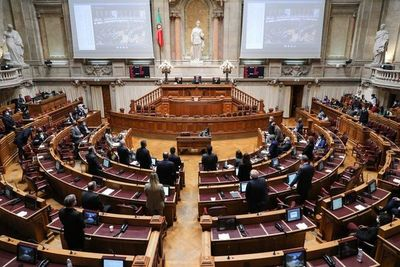 Parlamento portugués legaliza la eutanasia