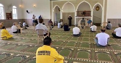 La Nación / En Mezquita del Este se elevó una oración en honor a Ciudad del Este