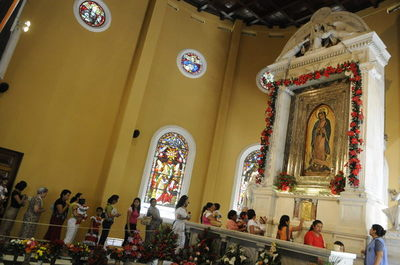Juez avala el despido de mexicanos por asistir a una misa guadalupana