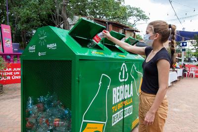 Coca-Cola habilita sus espacios de verano con mensajes sustentables