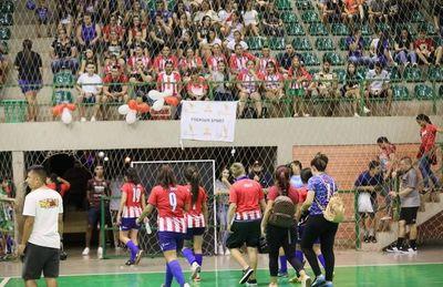 Pese a prohibición organizan y disputan torneos deportivos en CDE