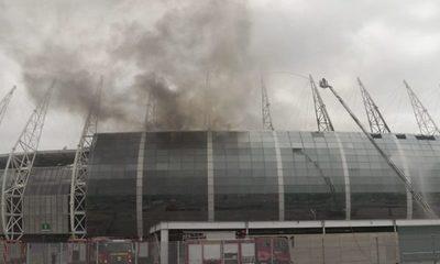 Incendio de grandes proporciones en el estadio Arena Castelão