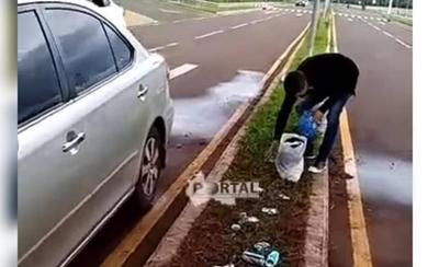 HOY / Conductor es obligado a recoger su basura por agentes linces