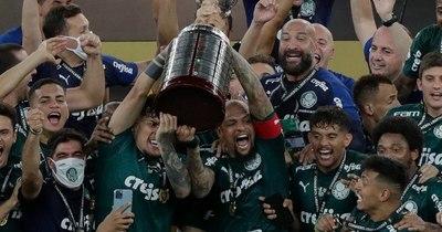 La Nación / Gómez alzó la soñada Copa