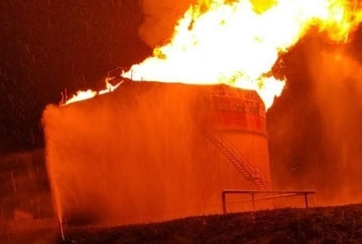 Rayo causa incendio de gran magnitud en Petropar
