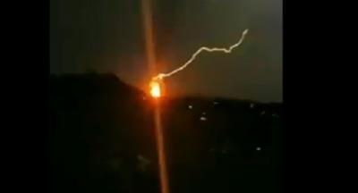 Comparten video de rayo que inició incendio en Petropar