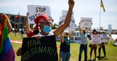 La Nación / Nuevas protestas contra Bolsonaro por su manejo de la pandemia en Brasil