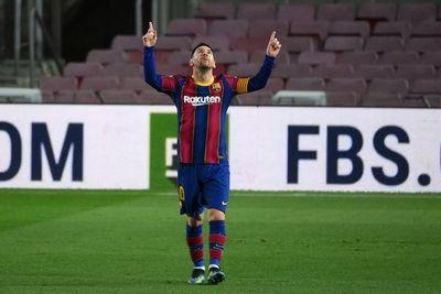 Messi responde a polémica con gol