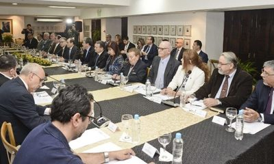 Cuestionado equipo negociador de Itaipú recibe documentaciones