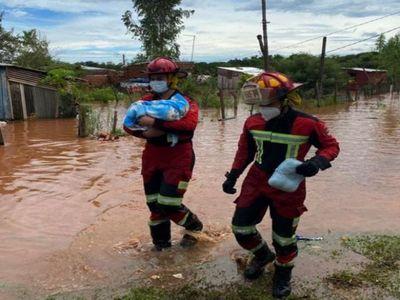 Siete fallecidos, derrumbes y familias bajo agua dejó temporal