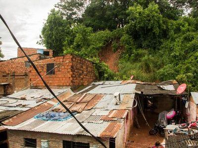 Tres muertos por derrumbe de tierra en la Chacarita