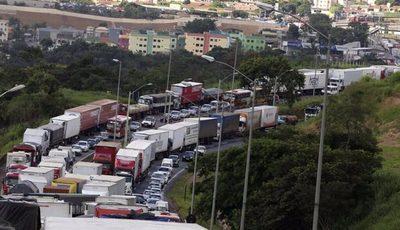 Huelga de camioneros en Brasil afectará flujo comercial con Paraguay