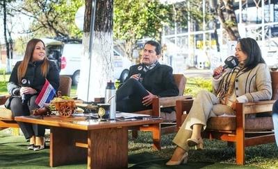 """HOY / ¿Quién es """"la corrupción"""" sentada en La Lupa?: Esposa de Carlos Báez contraataca"""