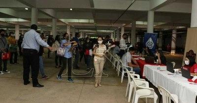 La Nación / Feria de empleo en Lambaré congrega a casi 50 vacancias laborales