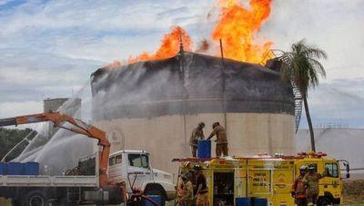 En 37 horas lograron apagar el fuego de un tanque de Petropar