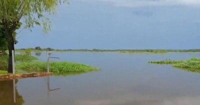 La Nación / Desborde de ríos en San Pedro afecta a familias vulnerables de asentamientos y oleros