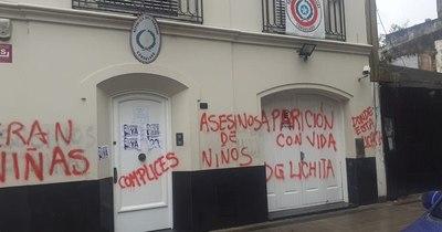La Nación / Atacan nuevamente sede de la embajada paraguaya en Buenos Aires