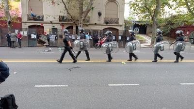 Manifestantes prepararon bombas para atacar Embajada paraguaya, aseguran